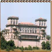 http://destinationsindia.com/images/new-images/palaces-of-india/gondal-palaces-naulakha-palace.jpg